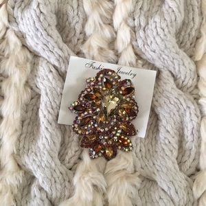 Accessories - Brooch in colored stones